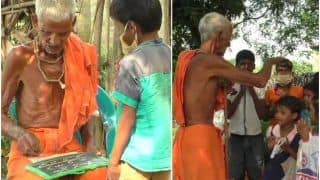 Grand Salute! This Elderly Odisha Man Has Been Teaching Children Under a Tree Without Fees For Over 75 Years