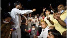 Hathras Gangrape: परिवारवालों का आरोप- पुलिस ने 'जबरन' किया अंतिम संस्कार, नहीं सुनी हमारी गुहार