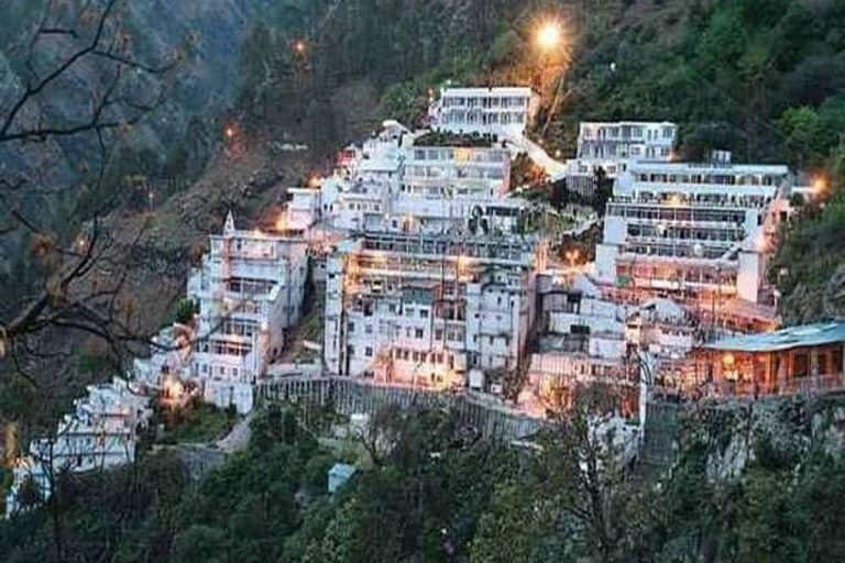 Vaishno Devi Yatra News: How Many People Can Visit The Shrine in a Day - All You Need to Know