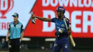 IPL 2020: मुंबई-बैंगलोर मैच में भिड़े हार्दिक पांड्या-क्रिस मॉरिस को पड़ी फटकार