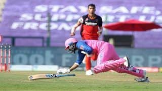 IPL 2020. RCB vs RR: Rahul Tewatia Gets Hit by a Nasty Delivery From Navdeep Saini, Smashes Two Consecutive Sixes Follow