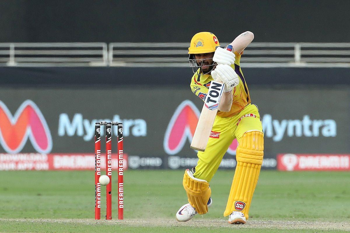 IPL 2020: MS Dhoni-Led Chennai Beat Virat Kohli's Royal Challengers Bangalore to Stay Alive in Playoffs Qualification Race