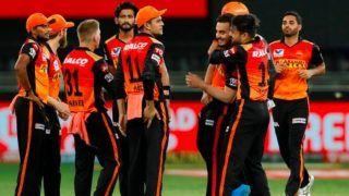 IPL 2020: गेंदबाजी के दौरान चोटिल हुए पेसर भुवनेश्वर कुमार, कप्तान बोले-नहीं पता, चोट कितनी गंभीर है