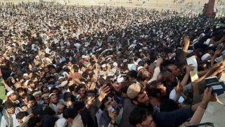 अफगानिस्तान में मौत: पाकिस्तानी वीजा लेने में 12 मरे, तालिबानी हमले में 34 पुलिसकर्मियों की गई जान