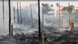 कोलकाता में दुर्गा पूजा पंडाल में भीषण आग, जलकर राख हुई मां दुर्गा की प्रतिमा, देखें Video