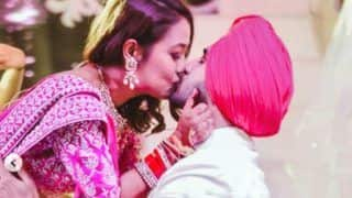 Neha Kakkar And Rohanpreet Singh Kiss Each Other in New Pictures From Sangeet Ceremony - Too Cute For Words!