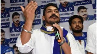 UP News: भीम आर्मी चीफ चंद्रशेखर का दावा- काफिले पर हुई गोलीबारी, पुलिस ने किया इनकार