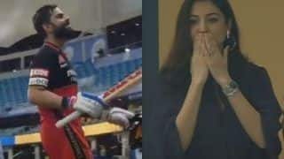 IPL 2020 CSK VS RCB: Anushka Sharma Smiles, Gives Flying Kisses To Virat Kohli as He Scores 90 Not Out, Hubby Responds With Love Gesture