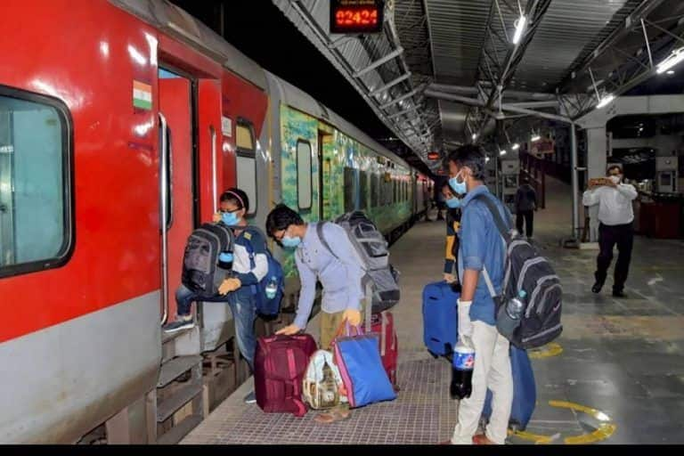 Hike in Rail Fare During Festival Season? Railways Calls Reports 'Misleading', Issues Clarification