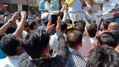 बिहार में फिर भाषण के दौरान गिरा नेता जी का मंच, समर्थकों के साथ जमीन पर गिरे धड़ाम