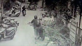 Watch: In True Bollywood Style, Chennai Cop Chases & Catches Bike-Borne Phone Snatcher; Wins Praise