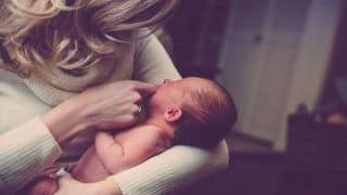 Experts Tell How a COVID-19 Positive New Mother Should Take Care of Herself And Her Newborn