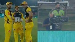 PSL Playoffs: Imam-ul-Haq Hilariously Trolls Mohammad Hafeez During Pakistan Super League Eliminator Between Peshawar Zalmi-Lahore Qalandars | WATCH