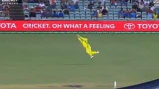 2nd ODI: Steve Smith Takes a Brilliant Catch to Dismiss Shreyas Iyer During India-Australia at SCG | WATCH