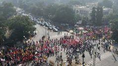 kisaan Aandolan Today: उग्र हुआ किसानों का 'दिल्ली चलो' आंदोलन, दिल्ली के सीमावर्ती इलाकों में बढ़ाई गई निगरानी
