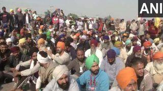 किसानों ने बातचीत के लिए केंद्र सरकार की शर्त ठुकराई, दिल्ली की सीमाओं पर ही डटे रहने का किया फैसला