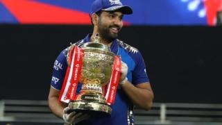 IPL 2020:  चैंपियन मुंबई इंडियंस के मिला 20 करोड़ा का चेक; जानें किसे मिली कितनी ईनाम राशि