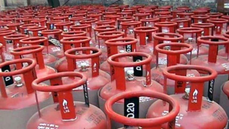 LPG Price Hiked by Rs 25, Delhiites Have to Pay Rs 819 For a Cylinder | Check Rates in Your City