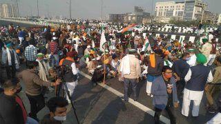 Farmers Protest: NH- 24 पर लगा जाम, बीच सड़क धरने पर बैठे किसान, लोगों को हो रही मुश्किल