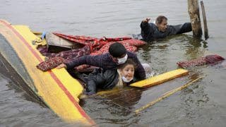 Video of Shikara Carrying BJP Workers and Mediapersons Capsize in Dal Lake Goes Viral; Netizens Can't Stop Trolling
