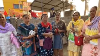 Farmers    Protest: Khalsa Aid Distributes Free Sanitary Pads to Women, Installs Portable Washrooms