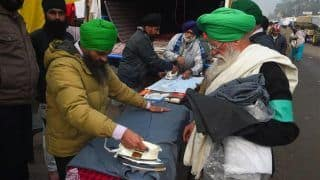 Amid Cold Waves, Protesting Farmers Start Facility for Ironing Clothes at Singhu Border