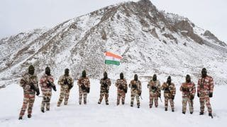 Republic Day 2021: ITBP Jawans March With Indian Tricolour at 17,000 Feet in Frozen Ladakh | Watch Video