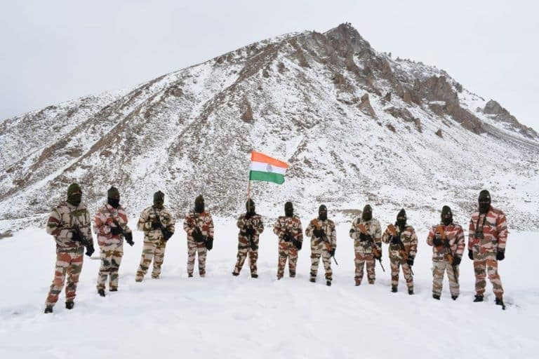 Republic Day 2021: ITBP Jawans March With Tricolour at 17,000 Feet in Frozen Ladakh | Watch