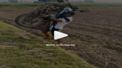 Bike Video: कंधे पर बाइक उठा खेत में घूमता रहा शख्स, लोग बोले- ये है देसी सन्नी देओल...
