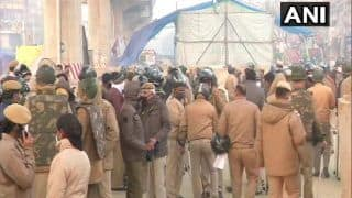Delhi Cop Beaten up at Tikri Border by Some Protesters, Sustains Injuries on Head
