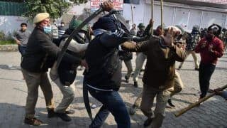 Delhi Police SHO Injured by Sword as Locals Clash With Farm Protesters at Singhu Border