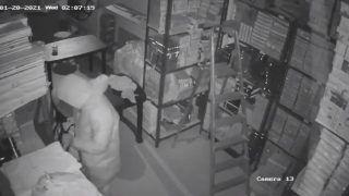 Man Wearing PPE Kit Steals Jewellery Worth ₹ 13 Crore from Southeast Delhi showroom | Watch