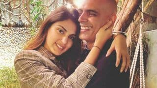 Rhea Chakraborty Parties With Anusha Dandekar And Other Friends, Happy Pics go Viral