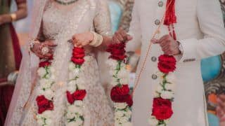With Cops as Baaratis, Couple Ties Knot by Exchanging 'Varmala' at a Police Station