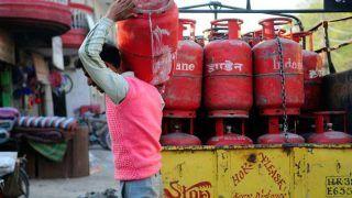 LPG Price Hike: पेट्रोल-डीजल के टैक्स कलेक्शन से सरकार की बल्ले-बल्ले, नए साल में एलपीजी के दाम 225 रुपये बढ़े
