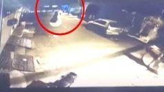 Bike Chori Ka Video: Master Key लगाई, चंद सेकेंड्स में उड़ाई घर के बाहर खड़ी बाइक