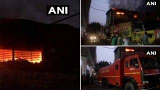 Delhi: फैक्ट्री में लगी भयंकर आग को दमकल की 28 गाड़ियां बुझाने में जुटीं, चपेट में आए एक व्यक्ति की मौत