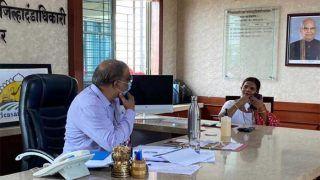 बिना मास्क लगाए मीटिंग में पहुंचीं Zilla Parishad President, देखकर भड़के कलेक्टर, लगाया फाइन
