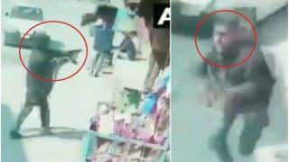 2 Policemen Martyred After Terrorists Open Fire at Security Forces in Srinagar's Barzulla, Brazen Attack Caught on Camera | Watch