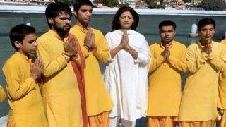 सफेद कुर्ते में गंगा किनारे भक्ति में लीन नजर आई Shilpa Shetty, 'महामृत्युंजय मंत्र' का किया जाप- Video Viral