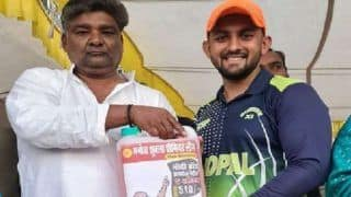 Bhopal Cricketer Gets 5 Litres of Petrol as Award For Winning Man of The Match, Picture Is a Hit Online!