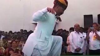 Tau Ka Murga Dance: स्टेज पर चढ़ा ताऊ, करन लगा मुर्गा डांस, मजा आ गया भाई...