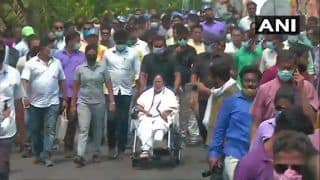 West Bengal Assembly Elections 2021: Mamata Banerjee Holds 'Padyatra' Ahead of 2nd Phase Polling in Nandigram | Watch