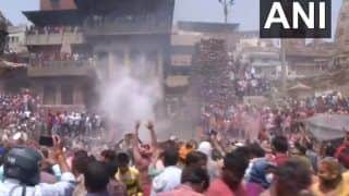 VIDEO: People Celebrate Holi With Ashes And 'Gulal' at Manikarnika Ghat in Varanasi | WATCH Here