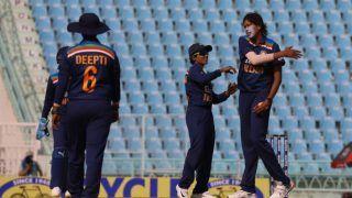 INDw vs SAw: झूलन गोस्वामी ने चार विकेट निकाल तोड़ी अफ्रीकी टीम की कमर, 157 पर ऑलआउट