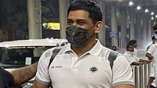 THALA Coming | Dhoni Gets Grand Welcome From Hotel Staff as he Arrives in Chennai | WATCH