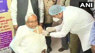 Nitish Kumar Gets COVID Vaccine at IGIMS; Urges People of Bihar to Follow Suit, Not Let Their Guard Down