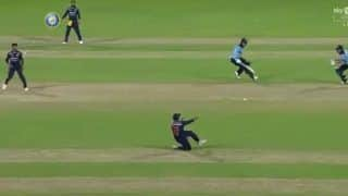 Video viral rohit sharma dive at mid wicket to run out jason roy in the 2nd odi 4538755