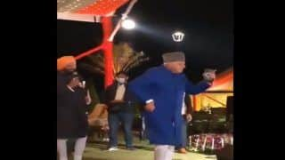 Video: Farooq Abdullah Grooves to Tunes of 'Aaj Kal Tere Mere Pyaar Ke Charche' With Amarinder Singh at Wedding