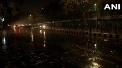 Delhi Weather Report: अचानक बदला दिल्ली का मौसम, कुछ इलाकों में बारिश से लुढ़का पारा